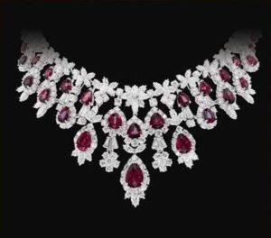 <b>Latest Diamond Necklace Designs For Women 2014</b>