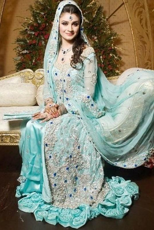 Henna Party Mehndi Kerucut Merah : Latest pakistani valima dresses for brides