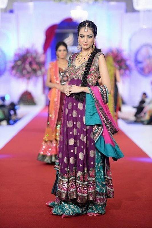 Trends Of Mehndi Dresses For Women 2014 4