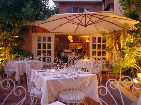 5 Famous Restaurants In Karachi Café Flo