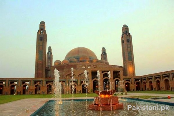 10 Popular Mosques In Pakistan - Grand Jamia Mosque - Bahria Town Lahore