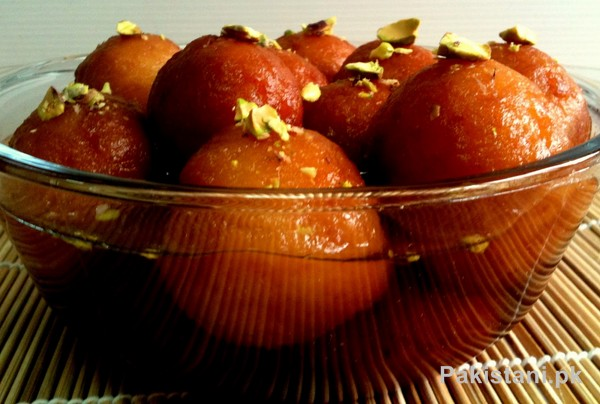 5 Popular Pakistani Sweet Dishes - Gulab Jamun
