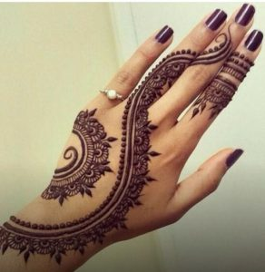 henna arch with leaves