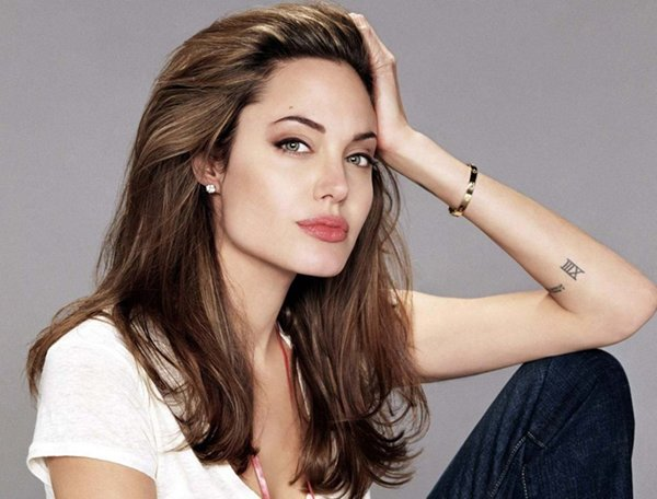 10-all-time-hottest-actresses-in-hollywood-angelina-jolie