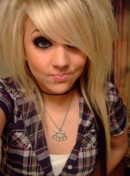 10 Beautiful Emo Hairstyles For Girls - Blonde Highlights Medium Emo Haircut