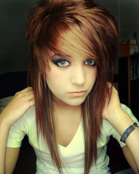 10 Beautiful Emo Hairstyles For Girls - Uneven Cuts