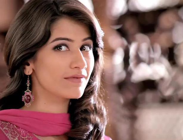 12 Most Beautiful Women Of Pakistan