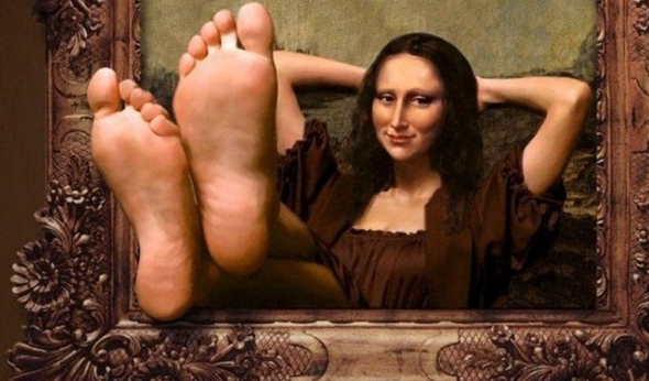 20 Most Funny Photos Ever Seen On Internet - Mona Lisa Relaxing In Picture