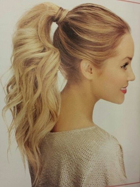 50 Simple Hairstyles For Curly Hair You Can Do In 10 Minutes