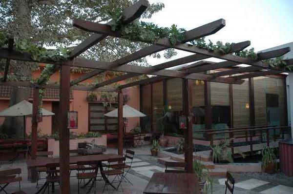 10 Famous Restaurants In Lahore-Café Aylanto