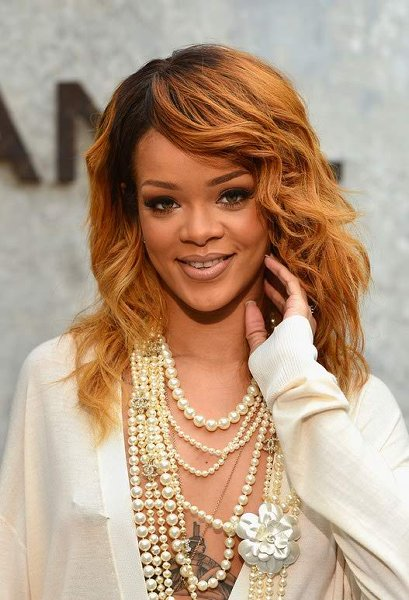 12 Best Rihanna Hairstyles She Has Had Till Now-Beautiful Ombre Blonde With Bang and Light Curls