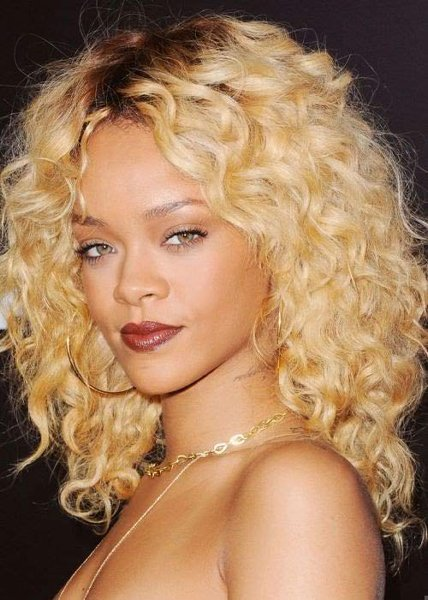 12 Best Rihanna Hairstyles She Has Had Till Now-Simple Honey Blonde Curls
