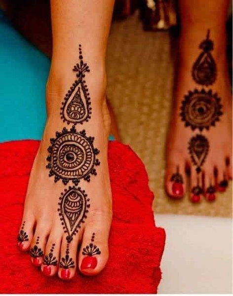 20 Simple Mehndi Designs For Feet-Circle Floral Designs