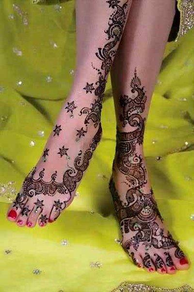 20 Simple Mehndi Designs For Feet-Dotted Star Mehndi Design