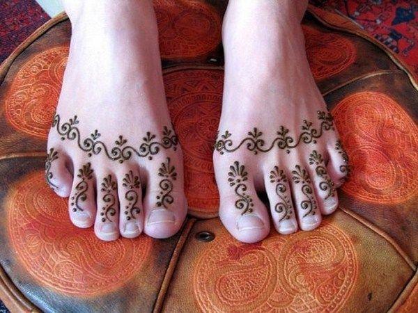 20 Simple Mehndi Designs For Feet-Finger Beads Mehndi Design