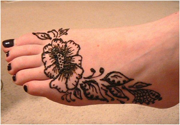20 Simple Mehndi Designs For Feet-Simple Flower Mehndi Design
