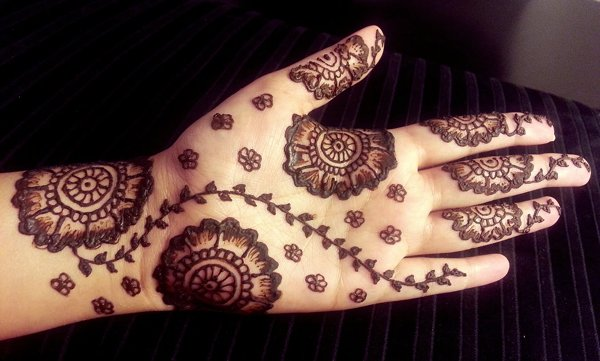 Flower Mehndi Designs For Back Hands : Simple mehndi designs for hands pakistani pk