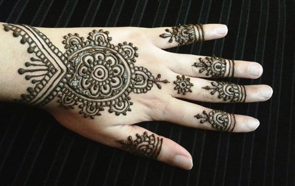 20 Simple Mehndi Designs For Hands-Classic Indian Henna Pattern Design