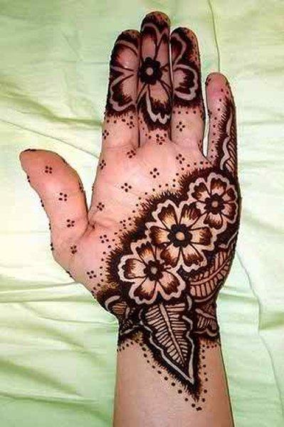 20 Simple Mehndi Designs For Hands-Flower and Leaf Pattern Mehndi Design