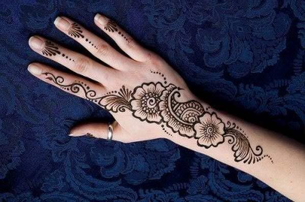 20 Simple Mehndi Designs For Hands-Flower and Motifs Mehndi Design