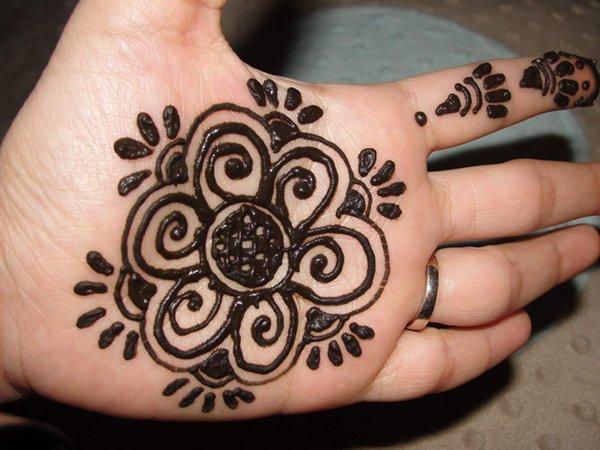 20 Simple Mehndi Designs For Hands-Simple Mehndi floral net Design
