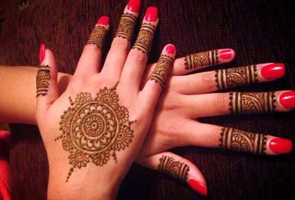 20 Simple Mehndi Designs For Hands-The Red Indian Flower Mehndi Design