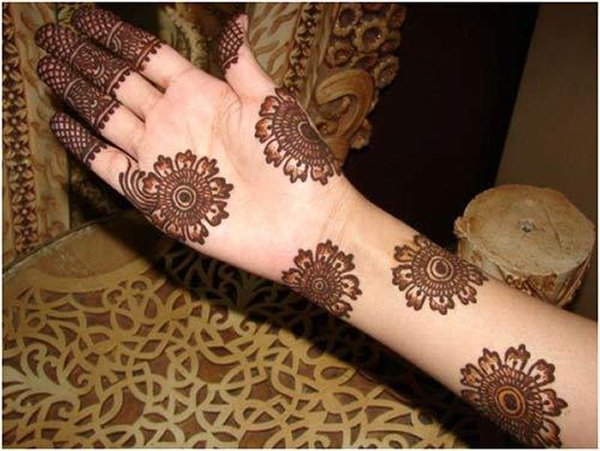 20 Simple Mehndi Designs For Hands-Unusual Pattern Mehndi Designs
