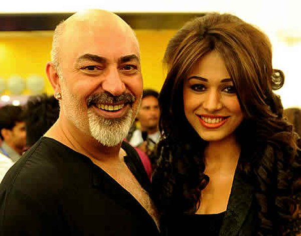 10 Best Makeup Artists In Pakistan-Tariq Amin