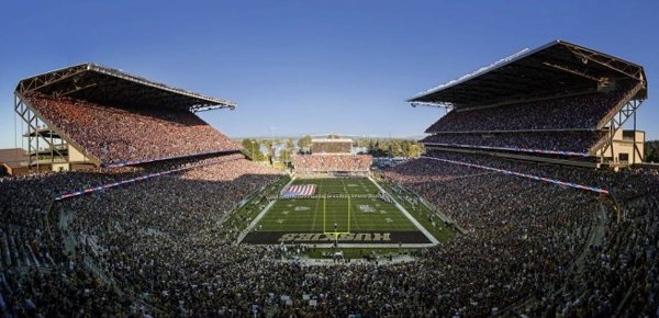 10-most-loudest-college-football-stadiums-husky-stadium