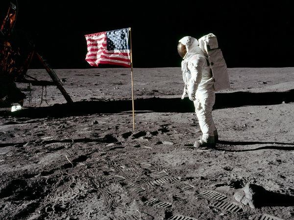 10-popular-conspiracy-theories-in-the-world-nasa-faked-the-moon-landings