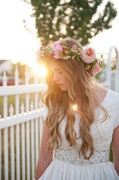 12 Summer Bridal HairStyles For Women-Cute Wavy Summer Wedding Hairstyle