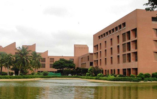 Top 10 Universities In Pakistan For Medical_Aga Khan University, Karachi