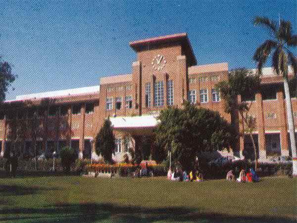 Top 10 Universities In Pakistan For Medical_Fatima Jinnah Medical College Lahore