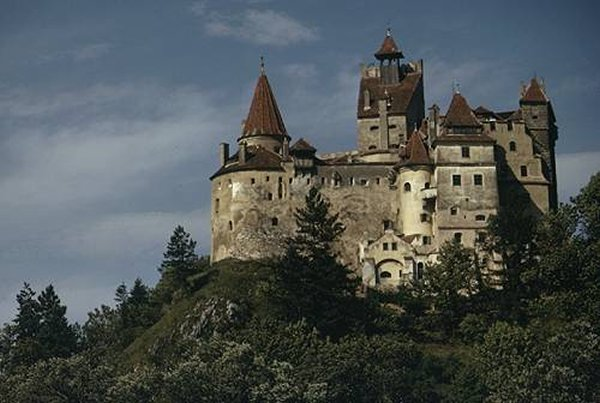 10 Most Expensive And Huge Mansions In The World-Dracula's Castle
