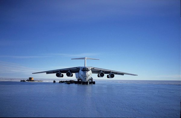 Top 10 Most Dangerous Airports In The World-Ice Runway in Antarctica
