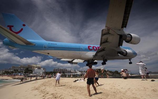 Top 10 Most Dangerous Airports In The World-Princess Juliana International Airport, St. Maarten
