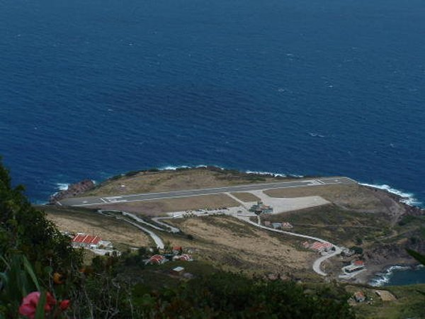 Top 10 Most Dangerous Airports In The World-Saba Airport