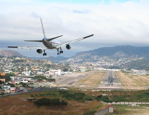 Top 10 Most Dangerous Airports In The World-Toncontin International Airport, Honduras