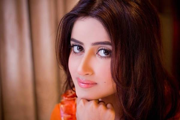 Top 10 Most Beautiful Eyes Pakistani Actresses